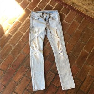 light washed American Eagle jean